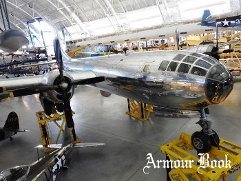 B-29 Enola Gay [Walk Around]