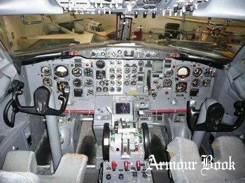 Boeing 737-200 Cockpit [Walk Around]