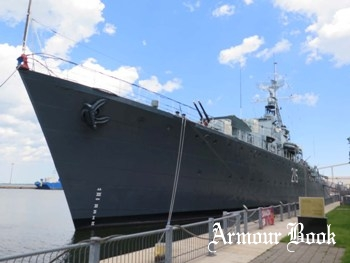 Destroyer HMCS Haida (DDE-215) [Walk Around]