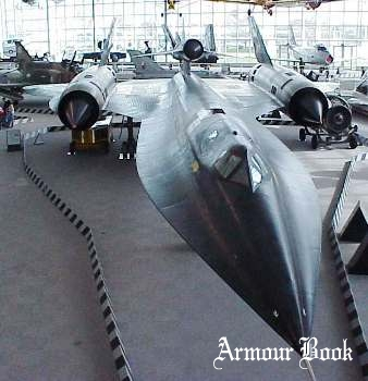 SR-71 (M-21) and D-21 [Walk Around]