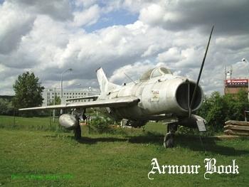 MiG-19S [Walk Around]