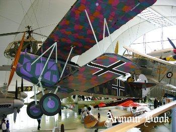 Fokker D VII [Walk Around]